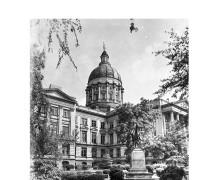 CapitolBuilding-GordonStatue-1947-2-1