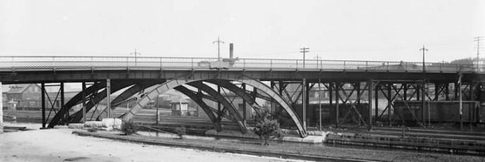 Laurier Bridge over Rideau Canal 2-1
